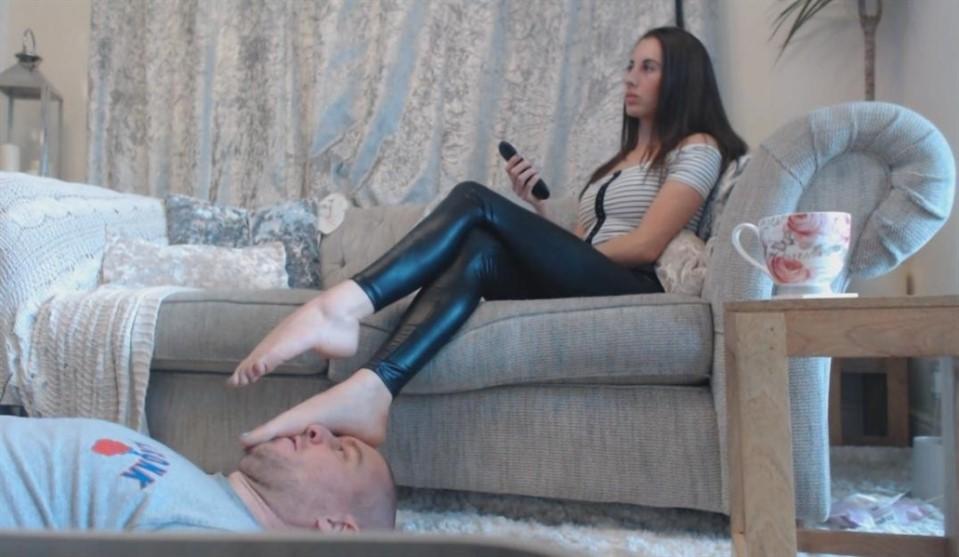 [Full HD] Human Footstool Dominatrix Victoria Black - Clips4Sale.Com/Studio/66253-00:03:26 | Feet, Fem Dom, Foot - 100,9 MB