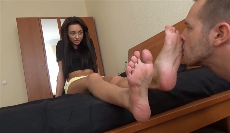 [HD] Ingrid'S First Experience Ingrid Linda, Slave - SiteRip-00:08:32 | Foot Worship, Humiliation, Slave, FemDom, TOE, Mistress, Russian Girls, Foot Fetish - 130,8 MB