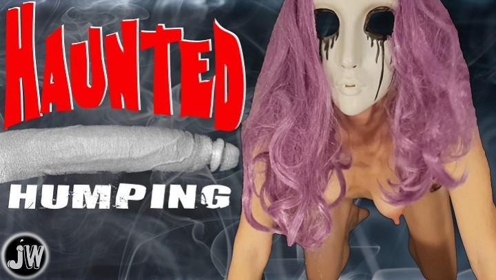 [4K Ultra HD] Jamiewolfxxx Haunted Humping Jamiewolfxxx - ManyVids-00:08:00 | BBC,Cosplay,Halloween,Interracial,Mask Fetish - 1,5 GB