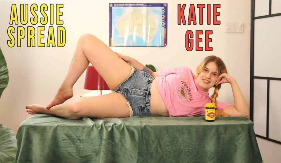 [4K Ultra HD] Katie Gee - Aussie Spread Katie Gee - SiteRip-00:12:50 | Solo Girl, Insertion, Blonde, Fair Skin, Dildo, Curvy - 1,4 GB