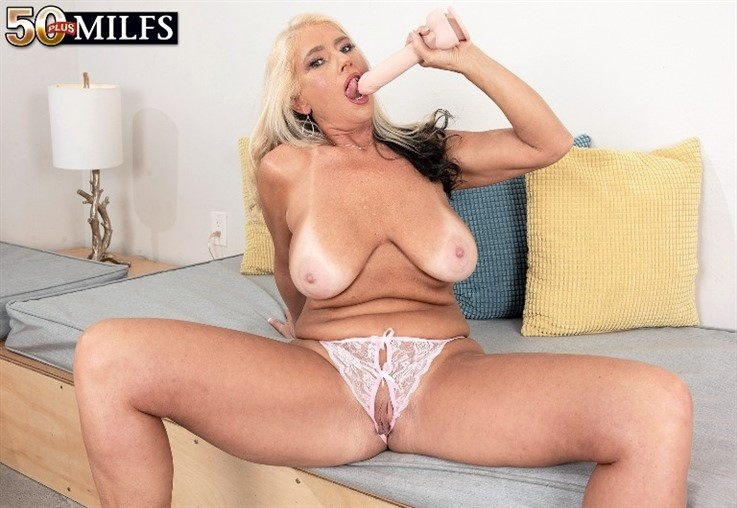[4K Ultra HD] Maddie Cross - Meet Maddie Cross, A Hot MILF With A Bangin Body 30.03.21 Maddie Cross - SiteRip-00:25:06 | MILF, Toy, Mature, Masturbation, Blonde, Big Ass, Solo, Big Tits - 5,4 GB