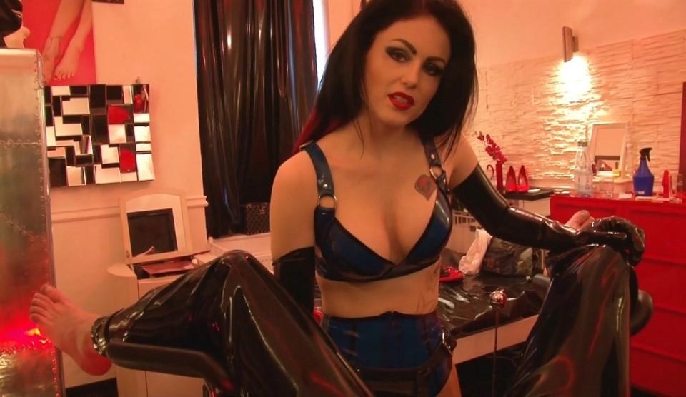 [Full HD] Mistress Blackdiamoond - XXL Strapon FUCK 2017 Mistress Blackdiamoond - SiteRip-00:12:40 | Latex, Strapon - 462,4 MB