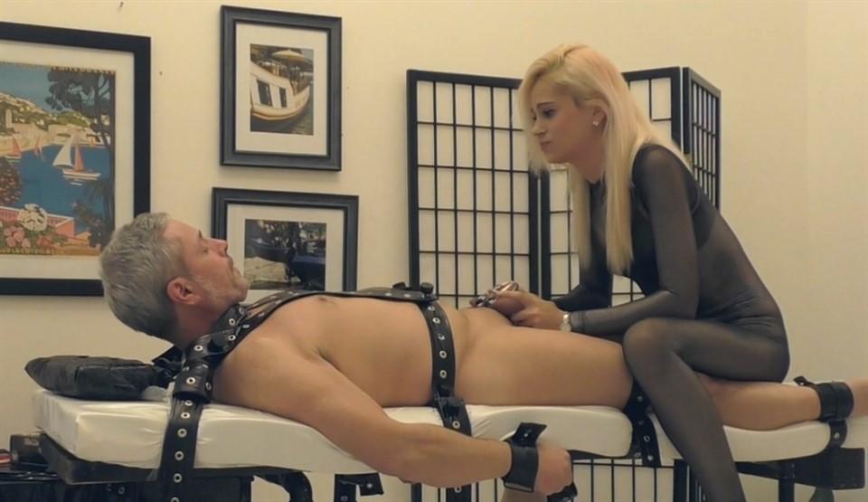 [Full HD] Mistress Helix. Helix Vs Chastity Mistress Helix - TeaseAndThankYou-00:30:43 | Pantyhose, Tease, Femdom, Bondage, Chastity - 862,8 MB