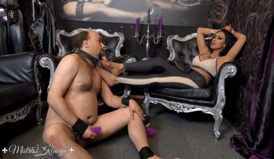 [Full HD] Mistress Kennya A Sweaty Sock Wank Mistress Kennya - Clips4sale.com-00:11:43 | Foot Worship, Foot Sniffing, Femdom - 683 MB