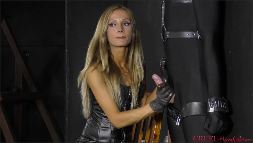 [Full HD] Mistress Tatjana. Femdom Handjobs X Mistress Tatjana - SiteRip-00:10:20 | Handjob, Domination, Humiliation, BDSM, High Heels, Blonde, Femdom - 621,6 MB