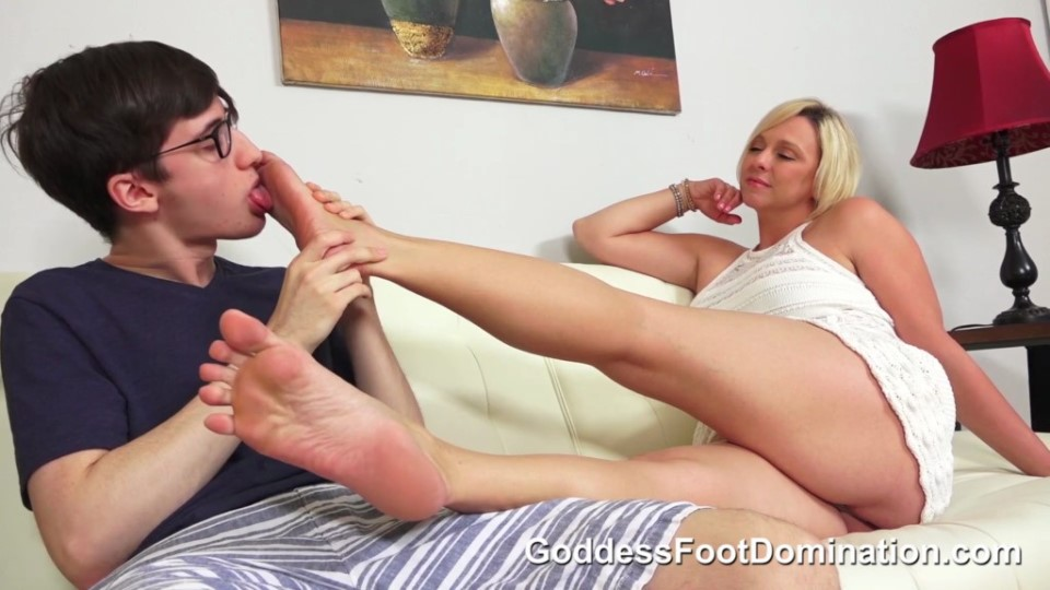 [Full HD] Mother's Needs Goddess Brianna Beach - GoddessFootDomination.com-00:16:40 | Toe Sucking, Foot Smelling, Foot Worship, MILF, Taboo, Footjobs, Barefoot, Cumshot - 529,6 MB