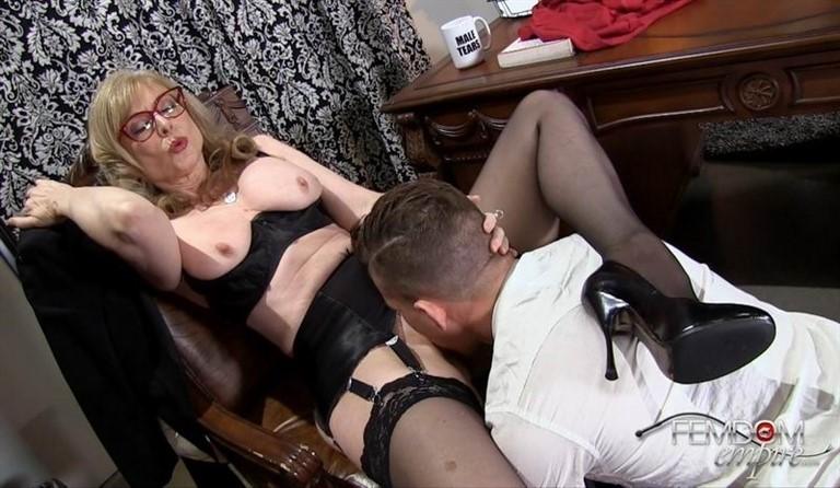 [Full HD] Nina Hartley - Pussy Licking Boy Toy Nina Hartley - FemdomEmpire.com-00:10:42 | Femdom, Pussy Worship - 660,1 MB