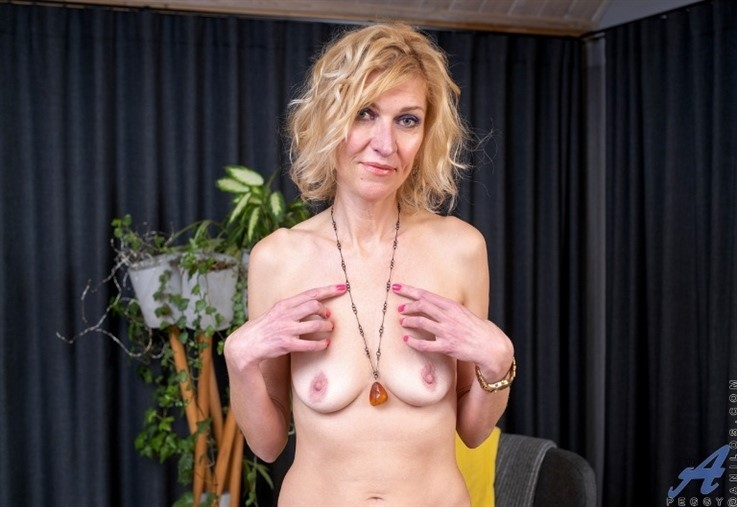 [Full HD] Peggy - Fit Fifty 07.04.21 Peggy - SiteRip-00:17:10 | Tan Lines, Blonde, Short Girls, Lingerie, High Heels, Solo, Long Hair, Shaved Pussy, Small Boobs - 1,4 GB