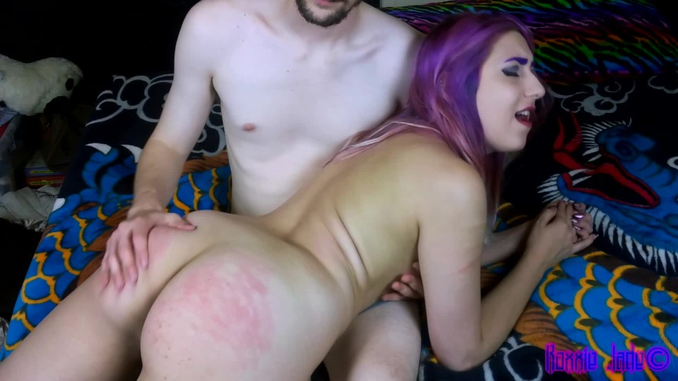 [Full HD] Roxxiejade Getting Spanked And Fingered RoxxieJade - ManyVids-00:03:37 | Spanking M/F,OTK Spanking,Spanking,Fingering,Finger Fucking - 512,7 MB