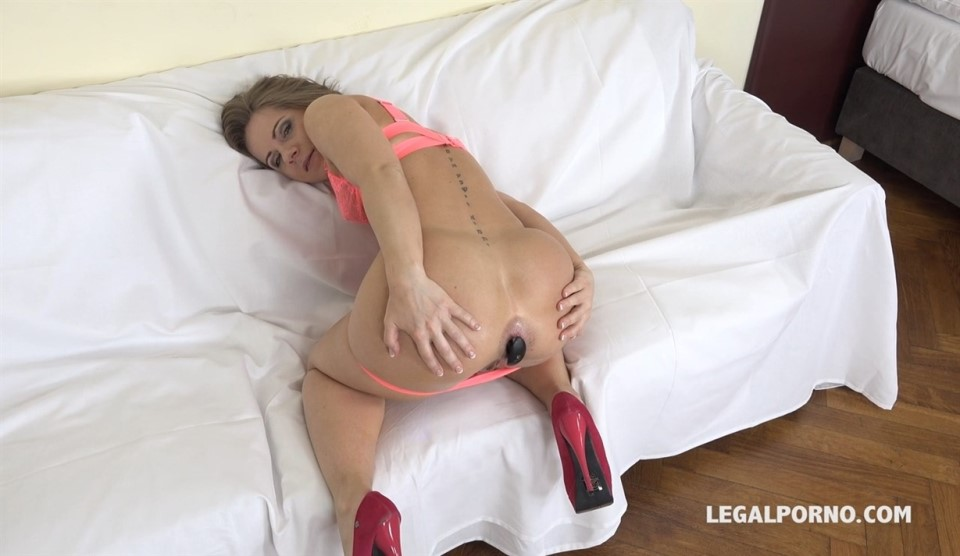 [HD] Sasha Zima is back to face three bulls. She gets fucked very well IV071 Mix - SiteRip-00:58:04 | Anal, Gonzo - 1,9 GB
