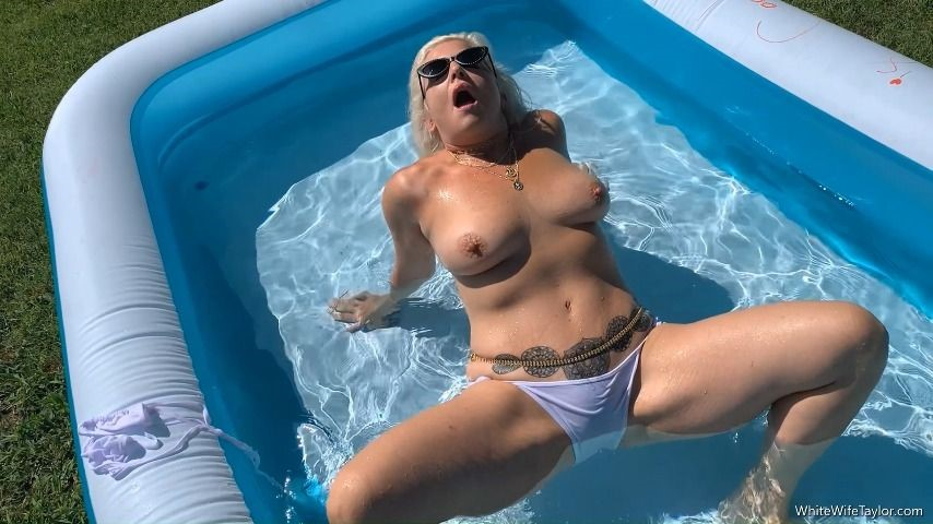 [Full HD] Taylor Leigh White Wife Wet Wife Taylor Leigh - ManyVids-00:06:12 | MILF,Hot Wives,Pool,Outdoors,Bikini - 1,1 GB