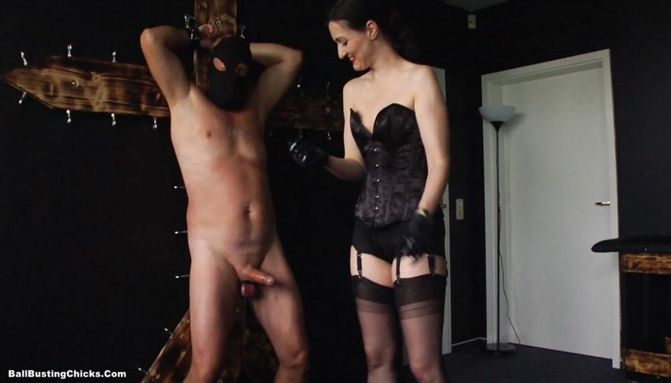 [Full HD] Victoria Valente - Punished At Cumming Victoria Valente - BallbustingChicks.Com-00:08:32 | FemDom, HANDJOBS - 197,9 MB