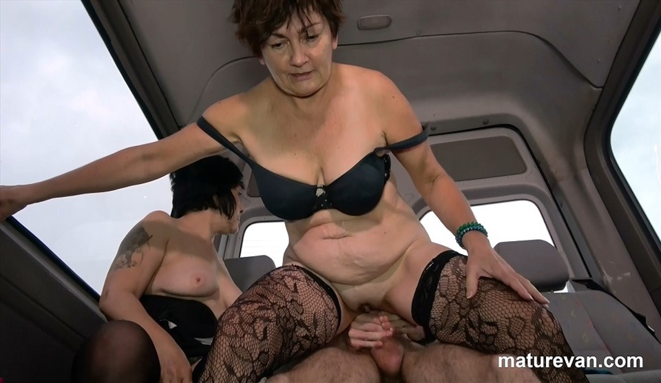 [Full HD] Charllie, Suzy - Mature BFFsharing An Innocent Young Cock Charllie, Suzy - SiteRip-00:25:25 | Hardcore, Brunette, Young Old, Cougar, Cumshot, Blowjob, Mature, Threesome, Stockings, Threeway - 2,7 GB
