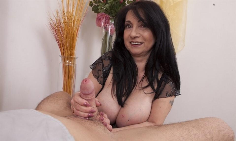 [Full HD] Deb aka Booby M - Big Boob Granny Gives A Handjob Mix - SiteRip-00:11:37 | Handjob, Granny, Tits Job, Brunette, Big Tits - 348 MB