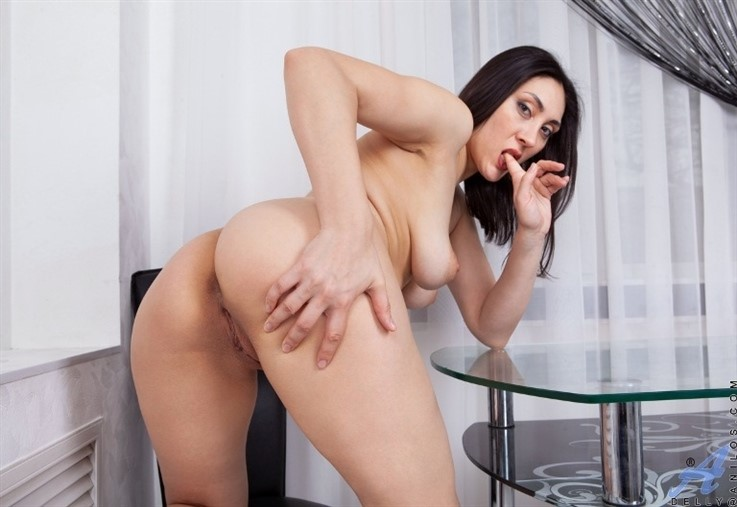 [Full HD] Delly - Here For The Show 14.04.21 Mix - SiteRip-00:21:07 | Brunette, Solo, High Heels, Shaved Pussy, Big Boobs, Long hair, Mini Skirt, European, Big Areolas, Stockings - 2,2 GB