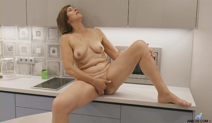 [Full HD] Eleanor - Morning Masturbation 20.12.19 Mix - SiteRip-00:15:10 | Fair Skin, Bras, Puffy Nipples, Housewife, Over 50, Short Girls, Medium Boobs, Blonde, Short Hair, Panties, Solo, Hairy Pussy - 781,6 MB