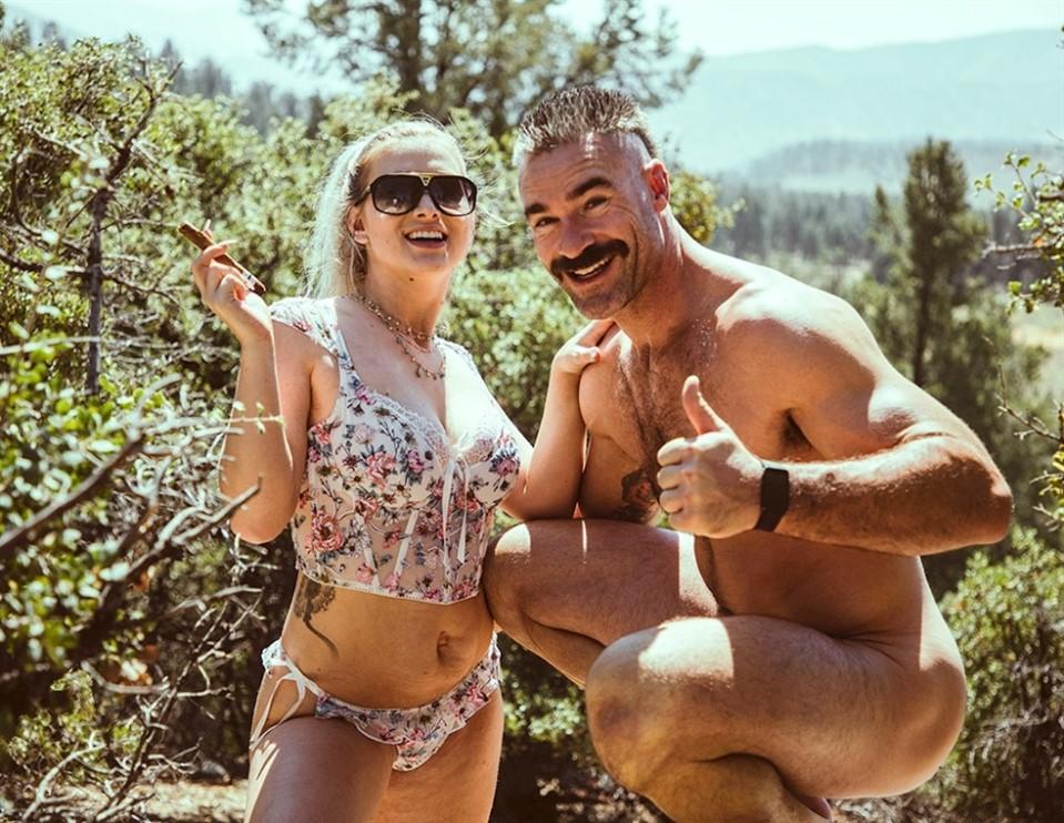 [HD] Emily Right - Hide & Fuck Emily Right - SiteRip-00:26:50 | Blowjob, Big Tits, All Sex - 600,9 MB