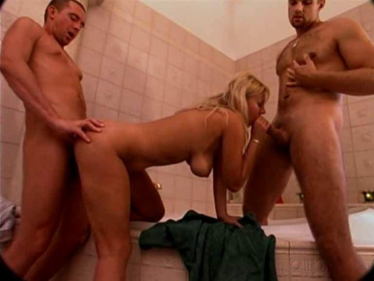 [SD] Hot german gang bang in bath Mix - SiteRip-00:14:48 | Blowjob, DP, Anal Sex - 98,5 MB