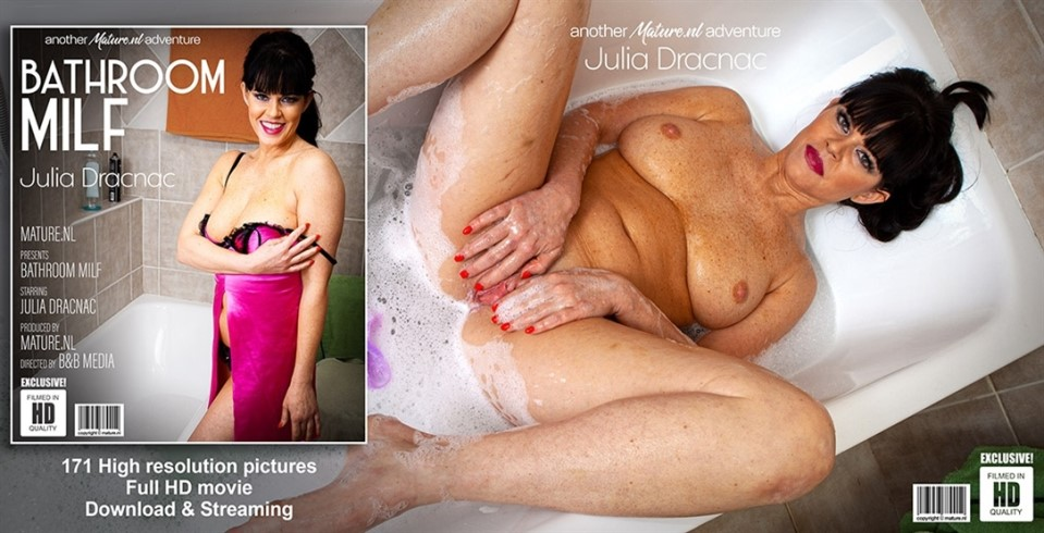 [HD] Julia Dranac - Want to take a bath with hot MILF Julia Dracnac Julia Dranac (37) - SiteRip-00:29:57 | Pissing, Shaved, MILF, Masturbation, Toys, Solo - 1,1 GB