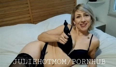[Full HD] Juliehotmom) Mix - SiteRip-00:30:17 | Milf, Anal, Amateur - 644,3 MB