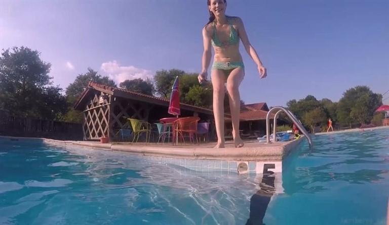[Full HD] Keri Berry Public Flashing Adult Swim Mix - SiteRip-00:06:53   Exhibitionism - 508,7 MB