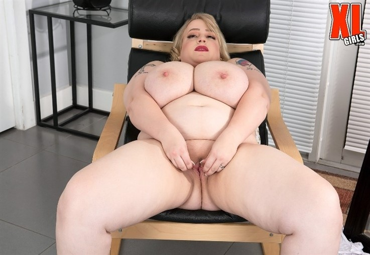 [4K Ultra HD] Oxana Minsk - Thick Thighs Save Lives 01.04.21 Mix - SiteRip-00:14:23 | Boob Play, Big Ass, Blonde, SelfSucking, BBW, Big Tits, Solo, XLGirls, Masturbation - 2,7 GB