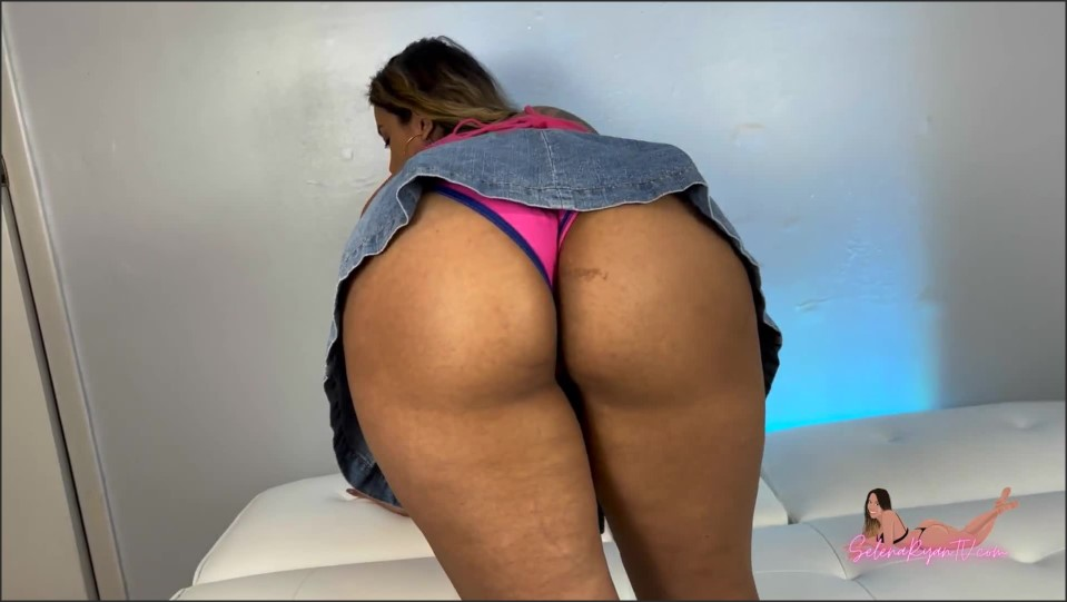 [Full HD] Selena Ryan Denim Skirt Cant Hide Massive Latina Ass Upskirt Dirty Talk_1080P Selena Ryan - Manyvids-00:06:08 | Size - 157,9 MB