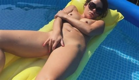[HD] Shaved Teen Naked Masturbating In The Pool Mix - SiteRip-00:08:08 | Masturbation, Solo - 122,8 MB