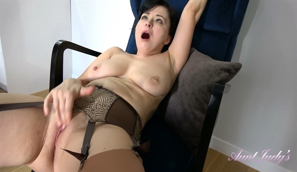 [Full HD] Wanilianna - Wanilianna Gets Distracted While Planning A Trip Wanilianna (44) - SiteRip-00:20:13 | Masturbation, Milf, Over 40, Brunettes, Shaved Pussy, Stockings And Lingerie, Upskirt And Panties, Big Tits, High Heels - 981,8 MB
