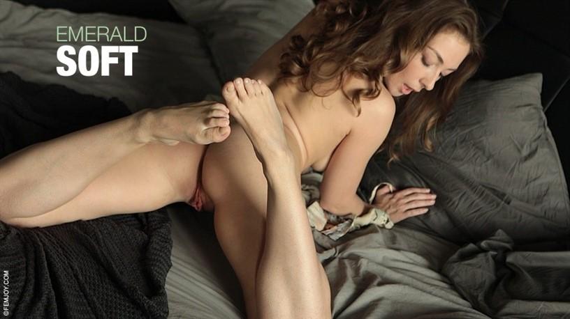 [Full HD] 2020-10-10 Emerald in Soft Emerald - SiteRip-00:10:10 | posing, masturbation - 439,5 MB