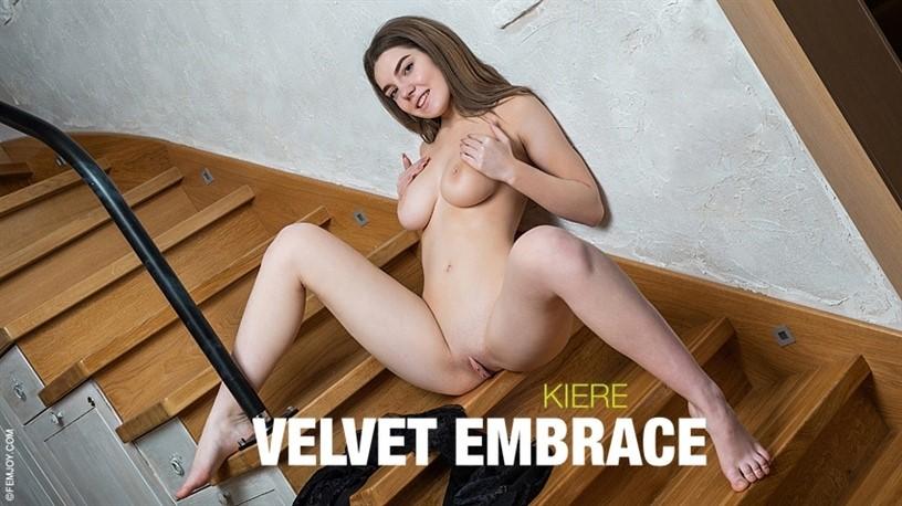[Full HD] 2020-10-31 Kiere In Velvet Embrace Kiere - SiteRip-00:10:04 | Masturbation, Posing - 441,8 MB