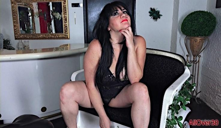 [Full HD] Ameneris - Interview 21.02.20 AmenerisModels Age: 42 - SiteRip-00:12:31 | Posing, Solo, BBW, Big Tits, Big Butt, Mature, Masturbate - 1,4 GB