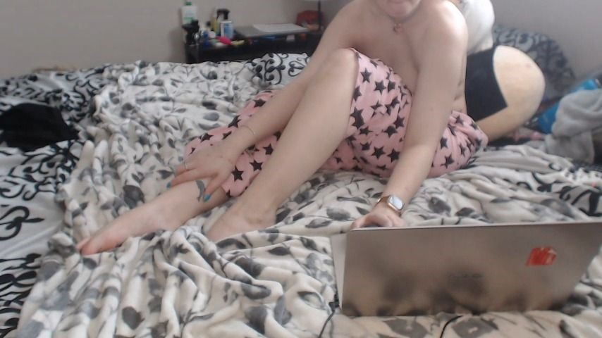 [HD] ashefoxx texting and ignoring you Ashefoxx - ManyVids-00:12:00 | Ignore,Piercings,Solo Female,Topless,Vibrator - 232,6 MB