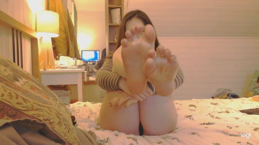 [Full HD] Brianna Xo Oily Feet Tease Brianna_XO - ManyVids-00:05:37   Oil,Feet,Foot Fetish,Foot Worship,Wrinkled Soles - 126,4 MB