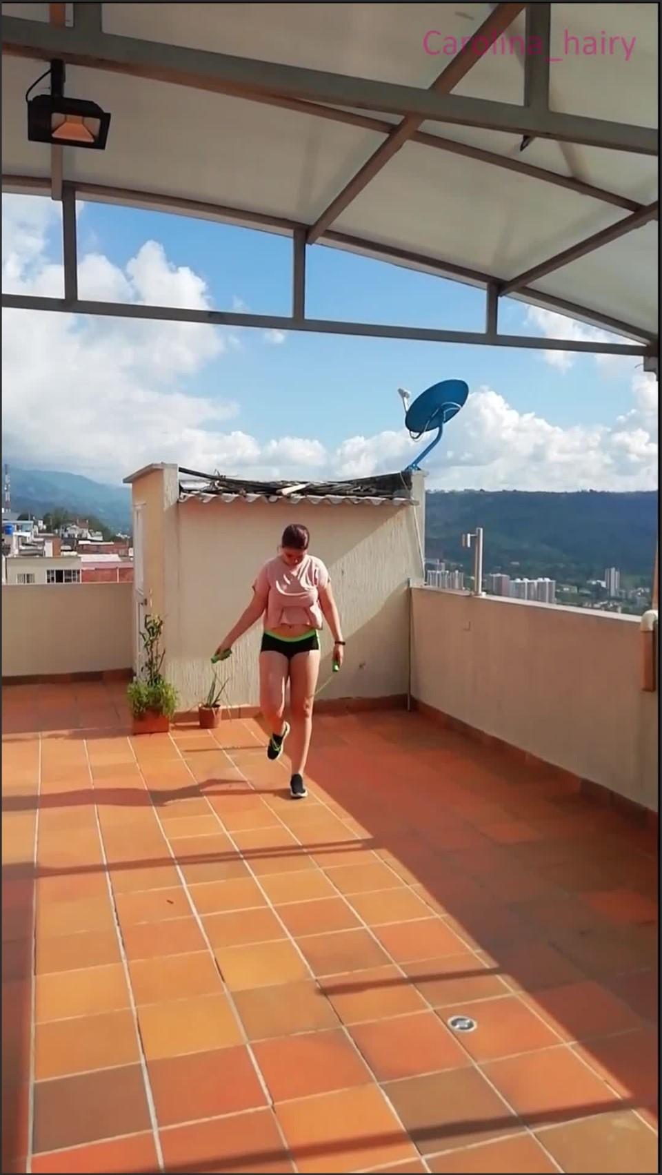 [SD] Carolina Hairy Jumping Rope Saltando La Cuerda 2 Carolina_Hairy - Manyvids-00:23:14   Size - 434,8 MB