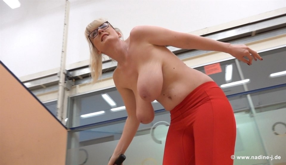 [Full HD] Casey Deluxe - Trying Squash Casey Deluxe - SiteRip-00:14:11 | Solo, Big Natural Tits - 1,3 GB