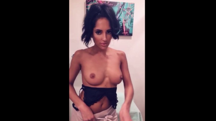 [Full HD] Chloeamour Latina Chloe Amour Plays With Her Pussy ChloeAmour - ManyVids-00:05:31 | All Natural,Amateur,Orgasms,Solo Female,Strip Tease - 57,8 MB