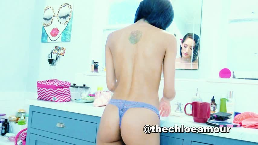 [Full HD] Chloeamour Selfie Strip Tease With Chloe Amour ChloeAmour - ManyVids-00:03:34 | Ass Fetish,Glamour Nude,Mirror,Pornstars,Topless - 306,4 MB