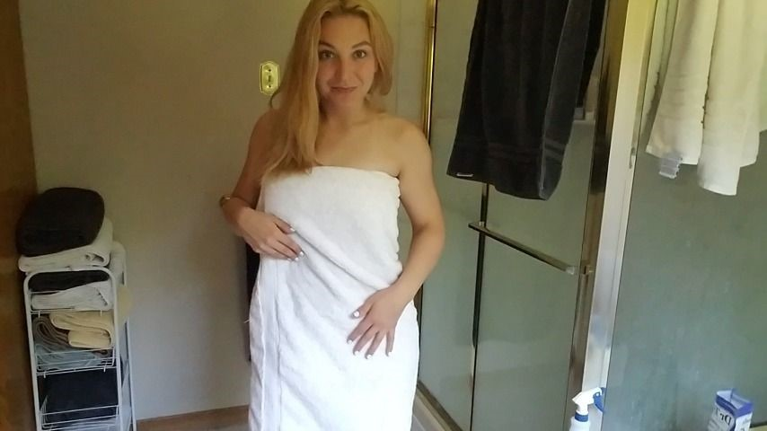 [Full HD] Clair Elizabeth Towel Tease Clair Elizabeth - ManyVids-00:02:33 | All Natural,Free,Freebie,Teaser,Towel Fetish,SFW - 65,7 MB