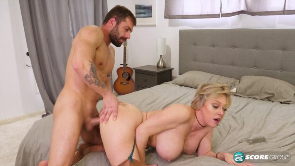 [4K Ultra HD] Dee Williams - Is a Busty Hooker 27.02.20 Dee Williams - SiteRip-00:27:38 | Cum on Tits, Hooker, Cumshot, Big Tits, MILF, Doggy Style, Big Ass, TitFucking, Blonde, All Sex, Mature, Hi...