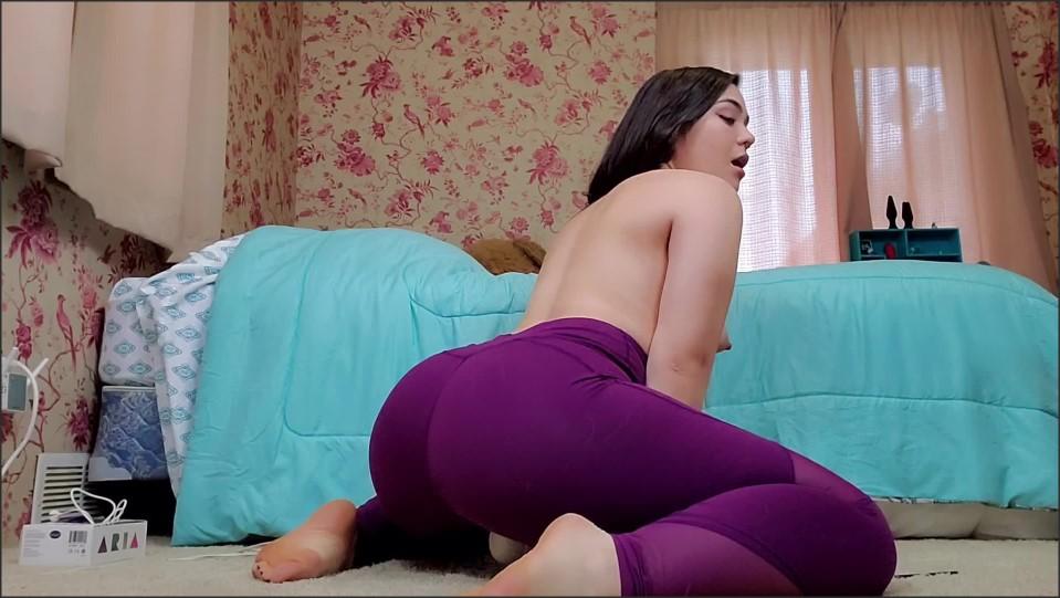 [Full HD] Delilahreigns Purple Yoga Pants Ass Tease Amp Hitachi O Delilahreigns - ManyVids-00:13:54 | Yoga Pants,Strip Tease,Hitachi,Barefoot,PAWG - 580,3 MB