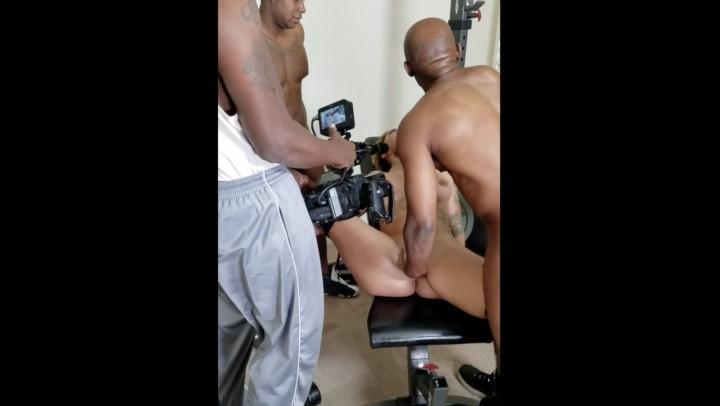 [Full HD] Della Dane Bts At My Gangbang Della Dane - ManyVids-00:03:42   Behind The Scene,Interracial,Gangbangs,Big Ass,Big Boobs - 51,4 MB