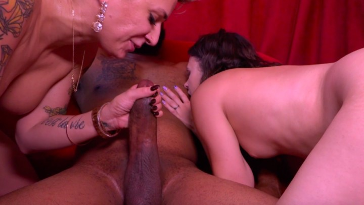 [Full HD] della dane threesome with the bartender part 2 Della Dane - ManyVids-00:09:50 | Threesome,BBC,Cumshots,Big Ass,Big Dicks - 1,4 GB
