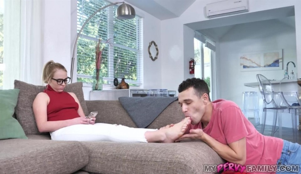 [Full HD] Dixie Lynn - Uptight Step-Sis Lets Brother Use Her Dixie Lynn - SiteRip-00:18:27 | Teen, Glasses, Blowjob, Family Roleplaying, Missionary, Foot Fetish, Doggy - 807,6 MB