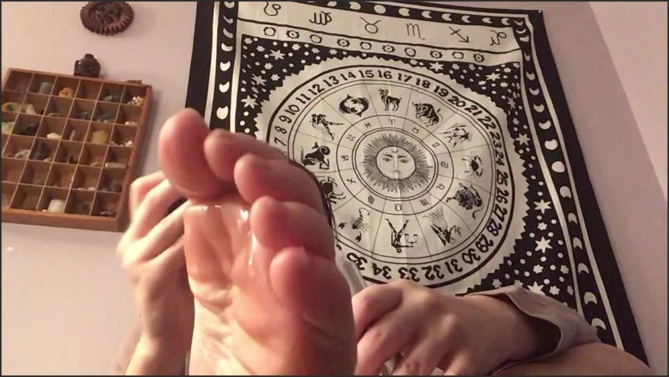 [HD] Goddessvioletta Oiling Feet Before Bed For Daddy GoddessVioletta - Manyvids-00:03:00 | Size - 59,5 MB