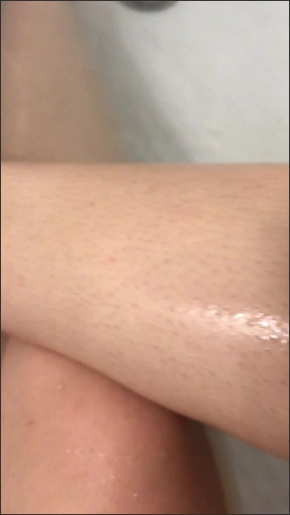 [SD] Goddessvioletta Shaving My Legs In The Bath Asmr GoddessVioletta - Manyvids-00:02:54 | Size - 134,6 MB