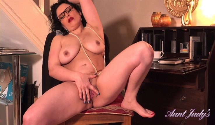 [Full HD] Jasmine - Home Office Masturbation 26.06.20 Jasmine - SiteRip-00:19:51   High Heels, Masturbation, Office Gals and Teachers, Big Tits, MILF, Over 50, Brunettes - 1 GB