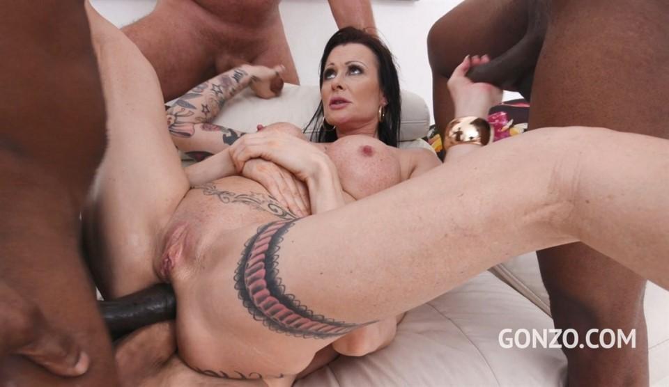 [Full HD] Julia Exclusiv eats anal creampies after 4 guys fuck her balls deep with DP & DAP SZ2394 Julia Exclusiv - SiteRip-01:06:21 | Group, Anal, Interracial, Airtight, Blowjob, Milf, Swallowing,...