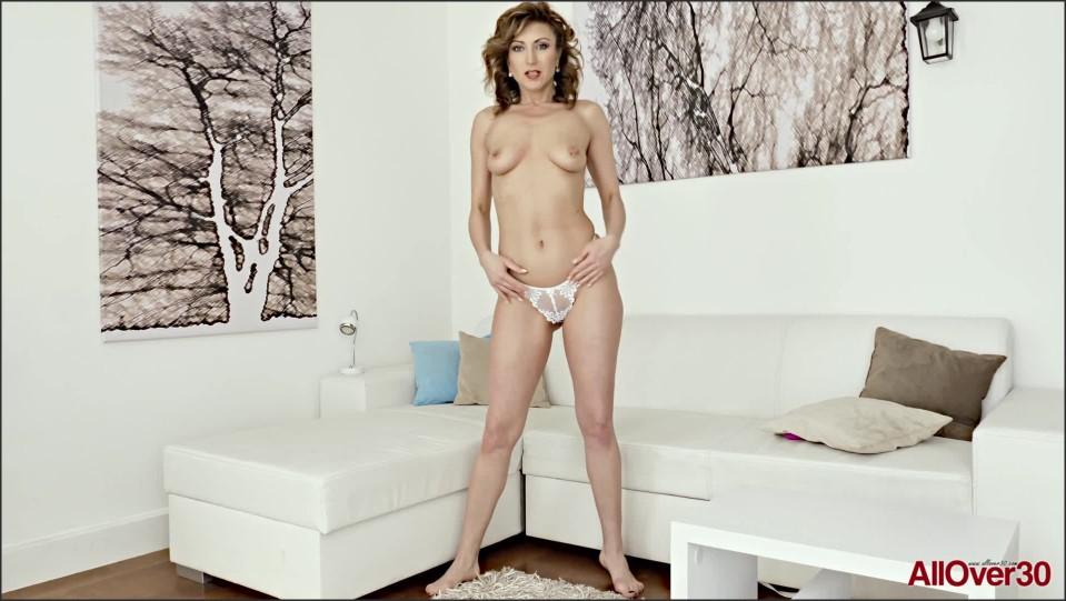 [Full HD] Julia North - Ladies With Toys Julia North - SiteRip-00:11:27 | Solo, Masturbate, Posing, Mature, Toys - 567,3 MB