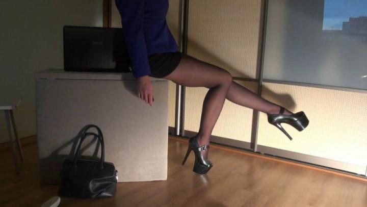 [Full HD] Julztaylor A Secretary In Glasses N Seamed Pantyhos JulzTaylor - ManyVids-00:02:21 | Pantyhose,High Heels,Secretary,Role Play,Eye Glasses,SFW - 302,2 MB
